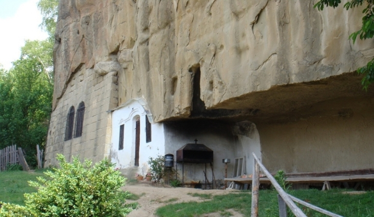biserica-rupestra